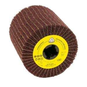 Brusni kolut s koprenastimi in brusnimi lamelami, zagotavlja visok odjem materiala in gladko površino.